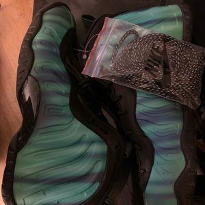 Nike Foamposite Size 6.5 youth , 8 women's !!!!